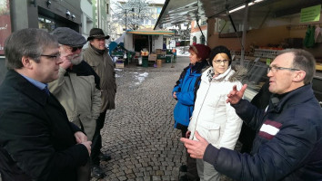 W.Lorenz auf dem Wochenmarkt